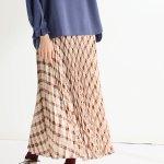 歩く姿が美しく見える♪揺れるたびに動きが出るプリーツスカート。