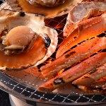 「蟹」をはじめ「帆立」に「鮭のちゃんちゃん焼き」など北の海ならではの海鮮焼き物
