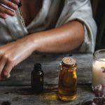 香りの効果だけでなくアロマオイルマッサージに関わるなど選択肢が広がります