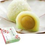 青梅を蜜漬けにし、白餡と求肥でやさしく包んだお菓子です