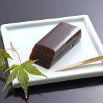大人の味の羊羹です。白双糖と北海道産手亡豆を使用した白餡で上品な甘さに