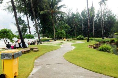 Taman di samping Lagoi Bay Beach