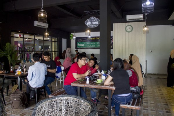 Suasana hangat di Tea Box Cafe