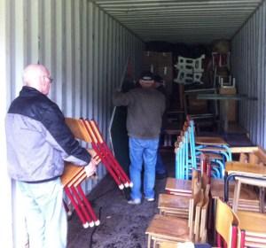 Akwamu's venner har pakket container nr.6 60% op