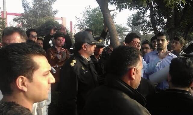 ضابط الحرس الثوري الايراني الذي حملة تفريق واعتقال عدد من المتظاهرين الاحوازيين في مظاهرة كارون ليوم الخميس 27-11-2014