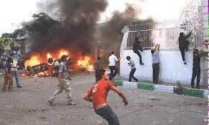 ابناء الأحواز يهاجمون مركز الشرطة الذي قاد اقتحام سوق النهضة بالتعاون مع الحرس الثوري الايراني