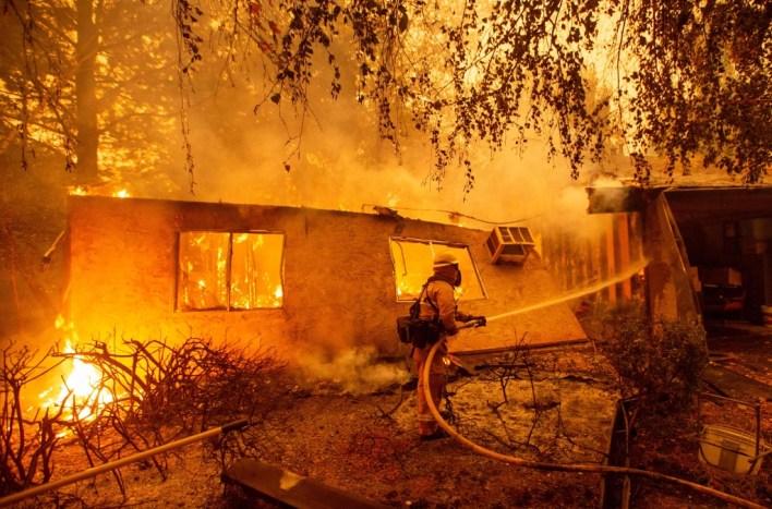 بلدة بارادايس تحترق