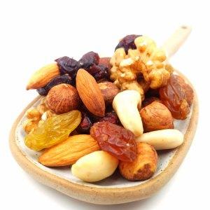 Mezcla frutos secos crudos con pasas y arándanos