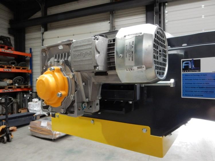 Motorisation convoyeur SOMAB Transmab 550.JPG