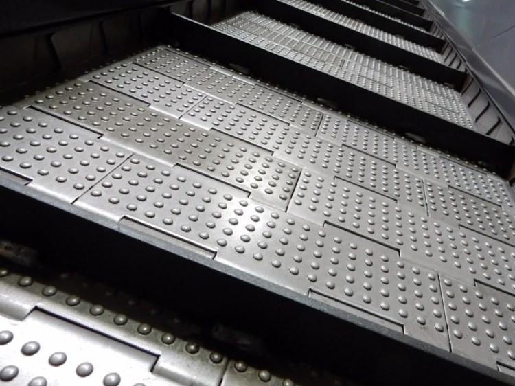 tapis-martele-convoyeur-sous-presse1.jpg