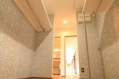 Walk-in closet2