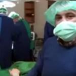 بالفيديو: طبيب سوري يتلقى خبر مقتل أسرته داخل قاعة العمليات