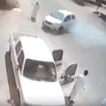 بالفيديو: سعودي ينقذ صديقه بمعجزة من اصطدام سيارة به