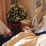 """بالصور:الأمير متعب بن عبدالله يزور الشيخ """"القرني"""" في مستشفى الحرس"""