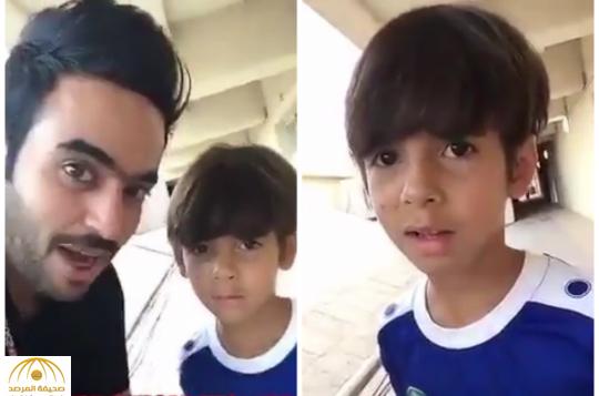 """بالفيديو:نجل البرازيلي """"إلتون"""" يؤدي الصلاة ويتحدث العربية"""