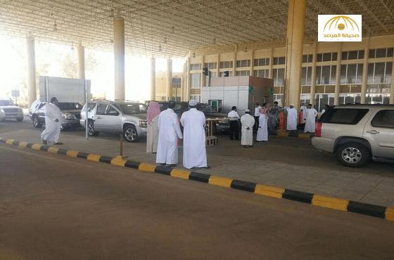 الجمارك في منفذ الرقعي الحدودي يمنع السيارات السعودية  من دخول الكويت !