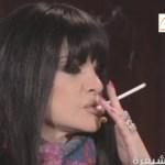 بالفيديو: نضال الأحمدية  تشعل سجارة على الهواء وتهاجم الفنانة أحلام