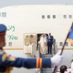 """بالصور و الفيديو:لحظة وصول الملك """"سلمان"""" إلى مطار القاهرة"""
