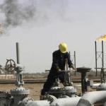 خسائر النفط مستمرة بفعل توقعات بتخمة في معروض البنزين