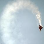 """مقاتلة روسية تقوم بمناورة """"لفة البرميل"""" حول طائرة أمريكية"""