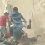 """كشف تفاصيل فيديو """"الاعتداء الوحشي"""" لرجلين على ثالث ــ فيديو"""