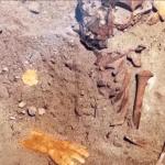 فيديو: تفاصيل العثور على 17 كيلو ذهب داخل قبر طفلة في منطقة ثاج الأثرية
