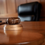 """براءة """"كاتب عدل"""" من التزوير والرشوة رغم إعتراض المدعي العام .. وإدانة 3 تجار"""