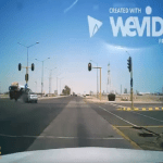 حادث مروع..شاهد: لحظة اصطدام سيارتين في تقاطع بمدينة ينبع الصناعية
