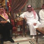 """أمير الرياض يقدم واجب العزاء  لـ""""خالد البلطان"""" رئيس نادي الشباب الأسبق"""