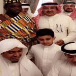 بالصور.. أمير أفريقي يعلن إسلامه في منزل رجل أعمال سعودي بجدة.. ويطلق على نفسه هذا الاسم