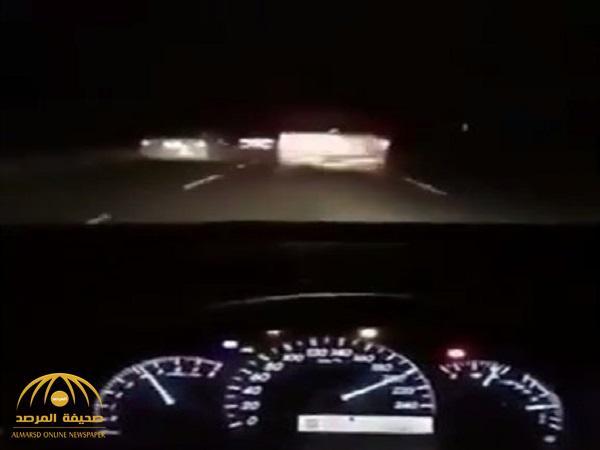 فيديو .. شاب يوثق لحظة مصرعه في حادث وهو يقود بسرعة 200 كم.. شاهد: صور السيارة بعد الحادث!