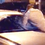 بالفيديو: شاهد شاب يعتدي على فتاة داخل سيارتها ويسرق حقيبتها ويلوذ بالفرار بالكويت