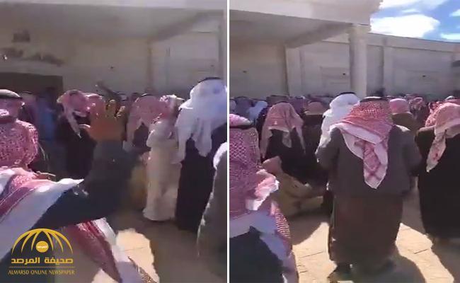 """شاهد.. لحظة عفو  المواطن """"السبيعي"""" عن قاتل ابنه في محافظة رنية"""