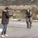 شاهد.. لحظة إطلاق النار على شاب فلسطيني طعن جندي إسرائيلي