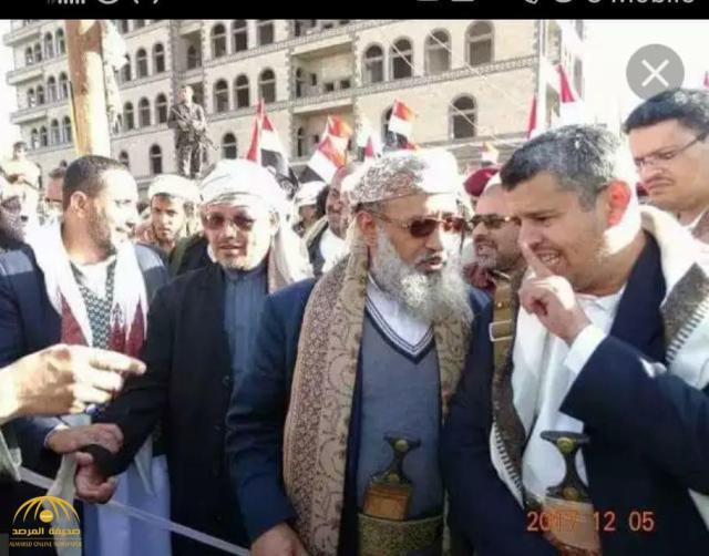 """بالصور.. خطيب جامع """"صالح"""" يؤدي رقصة """"البرع"""" ابتهاجا بمقتله.. وهكذا صدم اليمنيين 80db0083-a968-4314-a3c1-7edc8b723257.jpg?resize=640,502&ssl=1"""