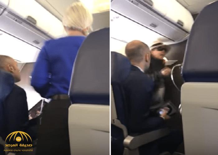 شاهد: سيدة تهدد جميع ركاب طائرة بالقتل..وهكذا تم التعامل معها!