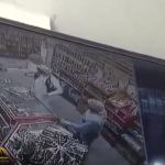 """بالفيديو .. شاهد كيف تعامل مصري شجاع مع  لص """"مسلح"""" أراد سرقة محل بالخبر"""