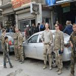 بالصور: قوات أمريكية تتجول في أسواق منبج بريف حلب