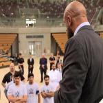 """بالفيديو .. ماذا قال المصارع الشهير """"تريبل إتش"""" للمشاركين السعوديين في تجارب الأداء ؟"""