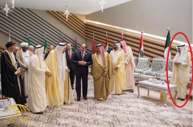 شاهد .. صورة للمندوب القطري يقف وحيداً في القمة العربية بالظهران تثير سخرية رواد التواصل