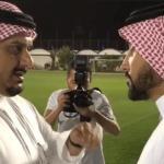 """بالفيديو.. لحظة وصول رئيس الهلال الجديد """"سامي الجابر"""" إلى مقر النادي ولقاءه بالأمير """"نواف بن سعد"""""""