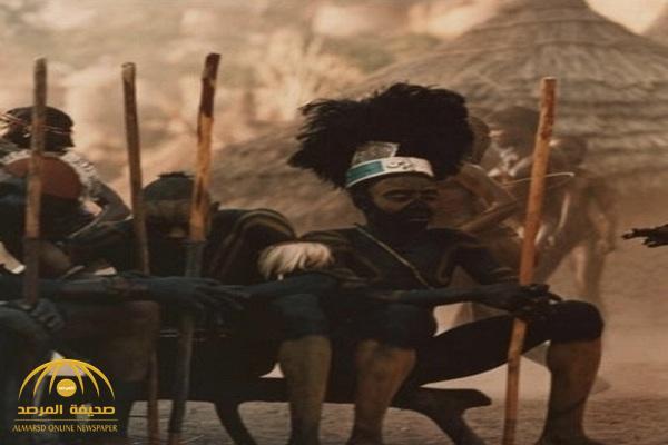 نساؤها عاريات الصدور ورجالها يكتفون بشرب الخمر .. بالصور: أغرب عادات قبيلة الهيمبا الإفريقية!