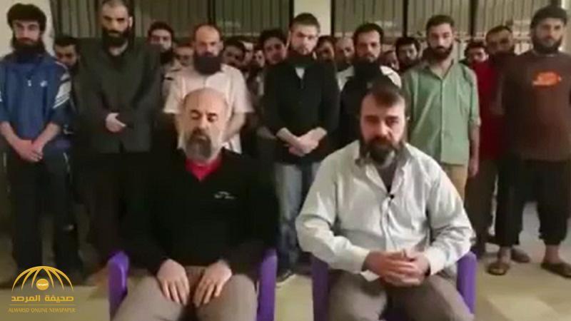 «بيطالبوا فينا نسوان».. شاهد: طياران أسيران يكشفان تفاصيل صادمة عن سياسة «بشار الأسد» تجاه مقاتليه