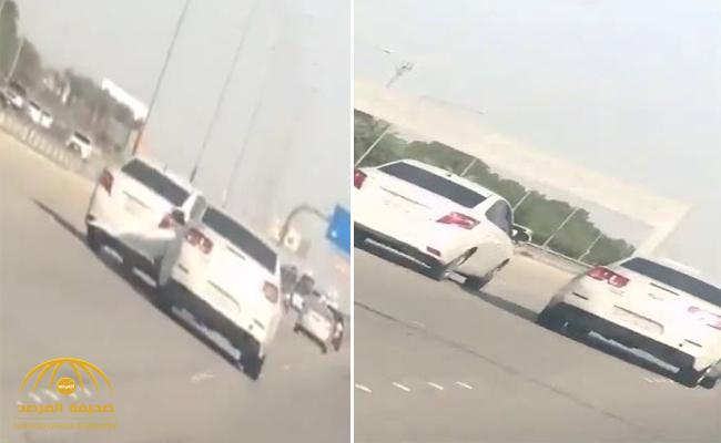 شاهد .. مشادة بين سائقين على طريق الجبيل تنتهي بحادث مروع