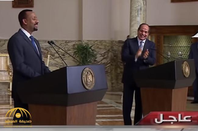 """شاهد .. """"السيسي"""" يفاجئ رئيس الوزراء الإثيوبي أمام الكاميرات: """"أقسم أنكم لن تضروا مصر"""".. وهذا رد فعل الأخير!"""
