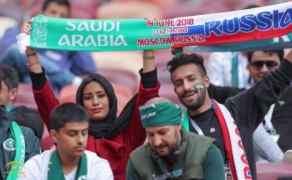 """شاهد بالصور: الجماهير الحاضرة في ملعب """"لوجنيكي"""" لمؤازرة المنتخب السعودي أمام روسيا"""