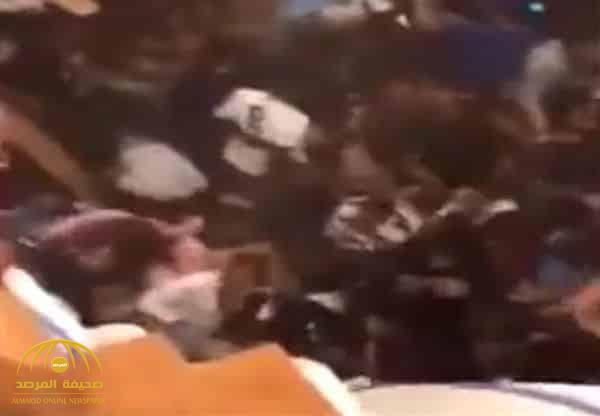شاهد: غناء ورقص بحماس ينتهي بسقوط الأرضية ومأساة في حفل بجامعة أمريكية