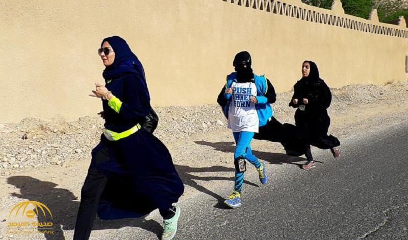 بالصور .. أول فريق نسائي يطوف شوارع الرياض جريًا بألبسة غير تقليدية