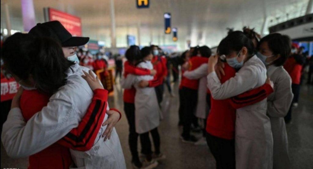 """بعد 76 يوماً.. بالصور: ووهان الصينية تهزم """"كورونا""""  وترفع  القيود والحياة تعود لطبيعتها"""