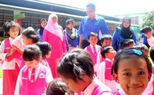 Interaksi dengan peserta didik Pra-TK dan TK Unggulan Al-Ya'lu